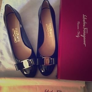 Salvatore Ferragamo Vara Bow Black Leather Pump 8B
